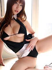 Thick gravure idol hottie looks incredible in her black bikini