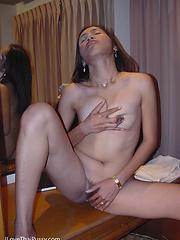 Amateur thai slut shows her hairy asian pussy