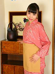 Miki Kamigo showing smooth japanese vagina