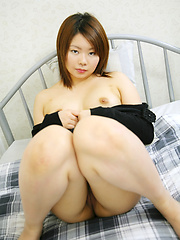 Oriental chick Ayaka and her sweet shaved pussy