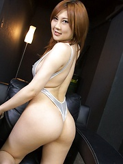 Toying trimmed pussy of steamy Hiyori Konno