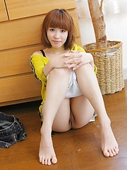 Sweet japanese girl Kusakabe Mai takes off her clothes
