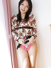 Wonderful japanese brunette Maki Fujishiro semonstrates he shaved hole