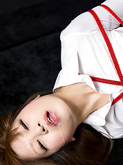 Bondaged japanese slut doing deep