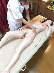 Amateur japanese girl with tricky masseur