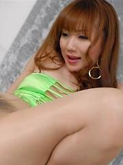Japanese babe Reona Kanzaki in pantyhose