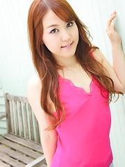 Japanese teen Serina Nozawa shows her ass