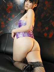 Japanese girl Natsumi shows her ass