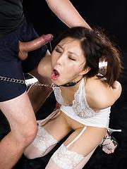 Skinny japanese slut Oshiro Kaede deepthroats