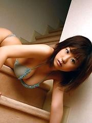 Hitomi Kitamura posing in small bikini