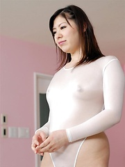 Sweet japanese girl Jun Sena masturbates