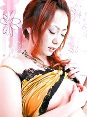 Arisa Suzuhusa Asian uses vibrators to pleasure her fish taco