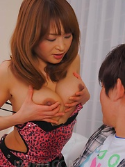 Hikaru Wakabayashi Asian rubs dick of big cans and gets vibrator