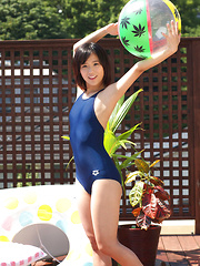 Yuzuki Hashimoto Asian is so sexy playing with water at pool