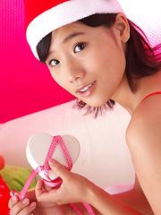 Yuzuki Hashimoto Asian in red white lingerie waits for Santa