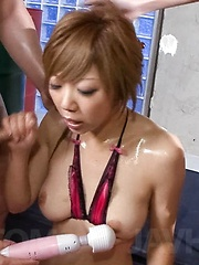 Hazuki Rui Asian gets vibrators on curves while sucking dicks