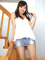Cute babe Kana Yuuki motivates us for delight with innocent body