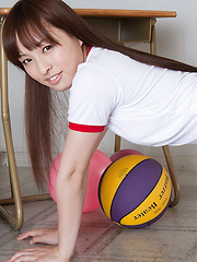 Maho Kiruma Asian with sexy ass in shorts plays with the ball