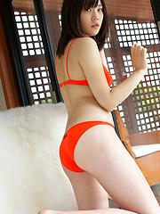 Airi Sakuragi Asian has her good tone fondled curves in bath suit