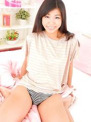 Pretty babe Izumi Asato from Tokyo