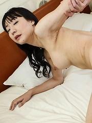 Miho Wakabayashi licks balls and dong and has crack in deep fuck