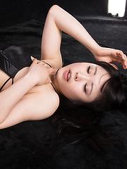 Kawagoe Yui in ripped pantyhose