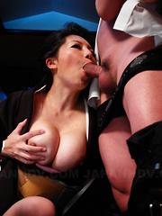 Sayuri Mikami licked in a smutty FFM threeway