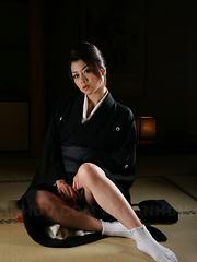 Sayuri Shiraishi gets naked and horny.