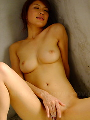 Sexy brunette Runa Sesaki enjoys in bath time