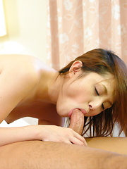 Sexy looking Rino Mizusawa gets nailed on bed