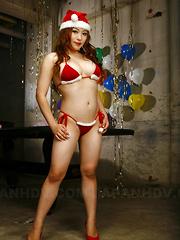 Arousing Mirai Haneda poses in her bikini