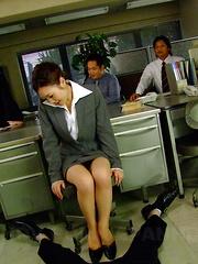 Sexy Iroha Kawashima works on a hot blowjob