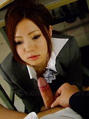 Iroha Kawashima pleases her boss with head