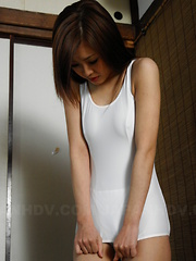 Sexy babe Suzuka Ishikawa gets fingered hard