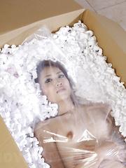 Alluring skinny Iori Mizuki shows her body
