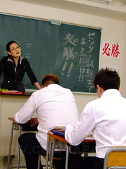 Sexy Japanese Yui Komine gives heads in class