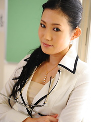 Nasty teacher Yui Komine strips in classroom