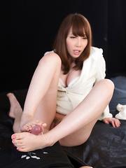 Hot footjob by Kisaki Aya