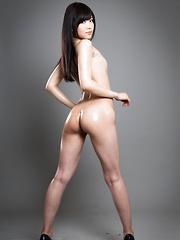 Sexy oiled japanese babe Shino Aoi