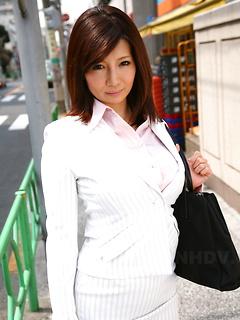 japanese porn model Sayuri Mikami